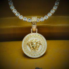 Colgante con Diamantes de Oro con Diseño de Snake Hair Banshee