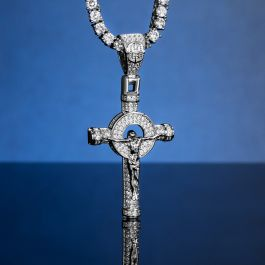 Colgante Cruz de Jesús Crucificado con Diamantes