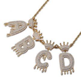 Colgante con Letras Goteando de Oro con Diamantes
