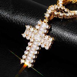 Colgante de Cruz de Diamantes de Talla Baguette y Redonda