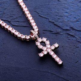 Colgante Cruz de Ankh con Diamantes Rosas con una Cadena de Tenis de 4 mm y 18 pulgadas de Oro Rosa