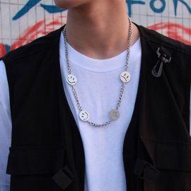 Collar Cubano de Acero de Titanio con Semblante Risueño