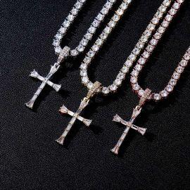 Colgante Cruz de Diamantes y Baguette ,con una cadena de tenis de 4 mm y 18 pulgadas