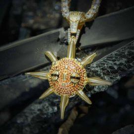 Colgante dorado de Moving Meteorite Sprites con Diamantes