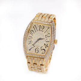 Reloj de pulsera curvo con esfera grande en forma de tonel de oro con diamantes