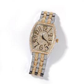 Reloj de pulsera curvo con esfera grande en forma de tonel de dos tonos con diamantes
