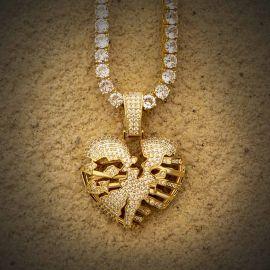Colgante de Corazón Esqueleto Roto de Oro