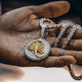 Colgante de Escorpión de Plata con Diamantes