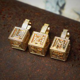Colgante de Letra Cubo de la A a la Z de Oro con Diamantes