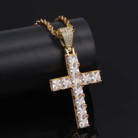 Colgante Cruz de Corte Princesa de Oro con Diamantes