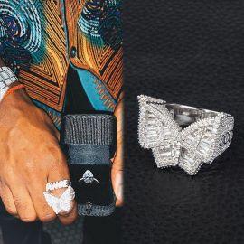Anillo de Talla de Baguette y Micro Pave, Diseño Mariposa