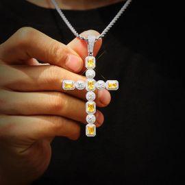 Colgante Cruz de Plata con Fancy Diamantes Amarillos y Blancos