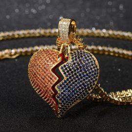 Colgante de Corazón Roto con Diamantes Rojos y Azules