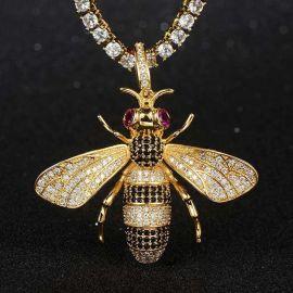 Colgante de abeja de oro con diamantes