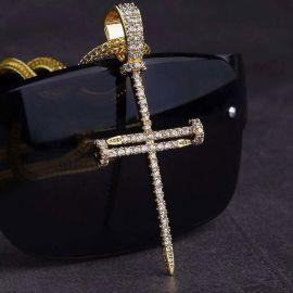 Colgante Cruz de Clavo de Oro con Diamantes