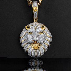 Colgante del León Rugiente con Diamantes