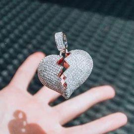 Colgante de Corazón Roto de Plata con Diamantes