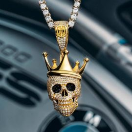 Colgante de Calavera con Corona de Rey de Oro con Diamantes