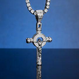 Colgante Cruz de Jesús Crucificado con Diamantes