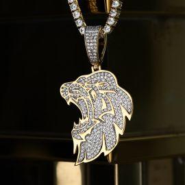 Colgante de Cabeza de León Lateral de Oro