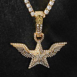 Colgante de Pentagrama con Alas de Ángel de Oro con Diamantes