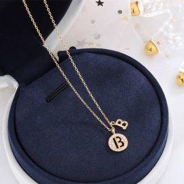 Collar de letras iniciales de diamantes