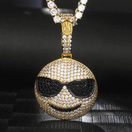 Colgante de Emoji con Gafas de Sol de Oro con Diamantes
