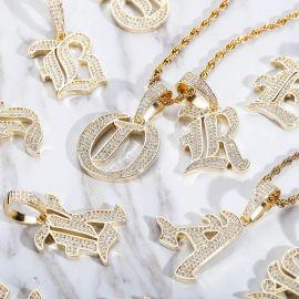 Colgante de 26 Letras del Inglés Antiguo con Diamantes