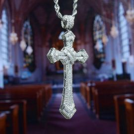 Colgante de Cruz de Diamantes de Baguette con Cadena de Cuerda de 24