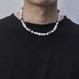 Collar de Perlas Blancas y Negras