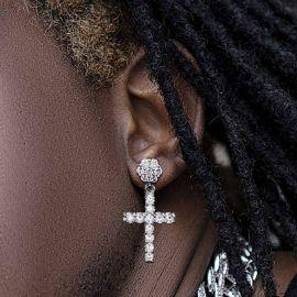 Pendientes Asimétricos en forma de Flores y Curz de Plata con Diamantes