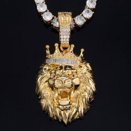 Colgante en forma de León con Corona del Rey de Oro