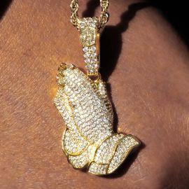 Colgante de Manos en Oración en Oro con Diamantes