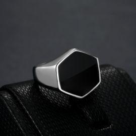 Anillo de Acero de Titanio con Sello Hexagonal Negro de Plata