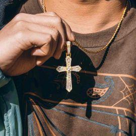 Colgante Cruz de Piedras Baguette y Redondas de Oro