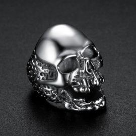 Anillo en forma de Cráneo en Acero de Titanio de Plata
