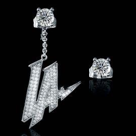 Pendientes asimétricos de Plata en forma de LA con Diamantes