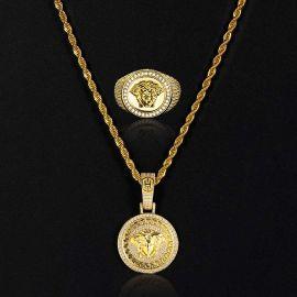 Conjunto de Colgante y Anillo con Diseño de Medusa con Diamantes de Oro