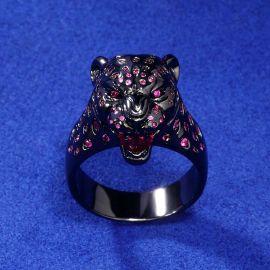 Anillo de Leopardo con Piedras Rojas y Púrpuras de Oro Negro
