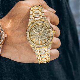Reloj de lujo con esfera en forma de octágono de oro con diamantes