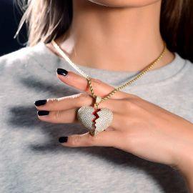 Colgante de Oro en forma de Corazón Roto con Diamantes para Mujer