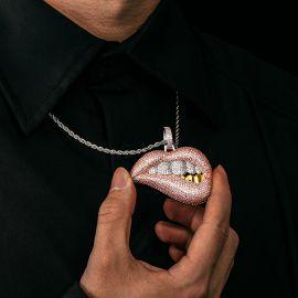 Colgante de Labio Rosa con Diamantes
