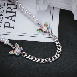 Cadena Cubana con Perlas y Mariposa Colorida