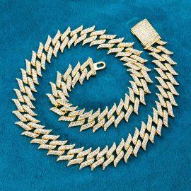 18mm Cadena Cubana Claveteada con Diamantes de Oro