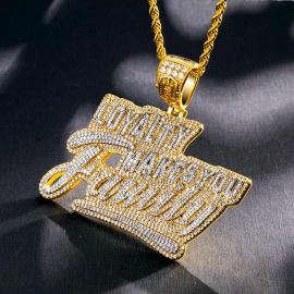 "Colgante ""Loyalty Makes You Family"" con Diamantes"