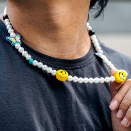 Collar de Perlas con Mariposa y Cara Sonriente