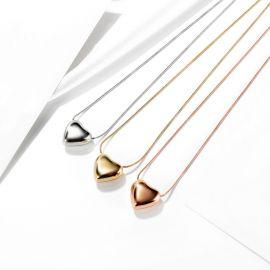 Collar de Acero de Titanio con Corazón de Melocotón para Mujer
