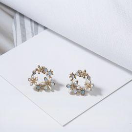Pendientes de Pétalo Azul Claro con Diamantes
