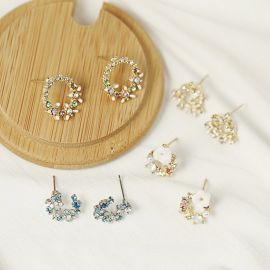 Pendientes de Pétalo Blanco con Diamantes