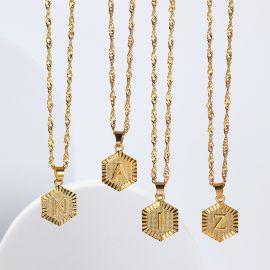 Collar Hexagonal con 26 Letras Inglesas Mayúsculas
